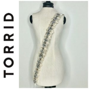 Torrid Pearl/Jeweled White Skinny Stretch Belt NWT